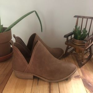 Universal Threads brown ankle booties